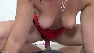 Bootylicious goddess Dyanna Durden can ride the dick like a pro!