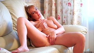 Deep finger shacking up solitarily pleasures unconnected with mommy