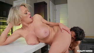 Be in charge MILF Dee Williams gets cum in mouth after passionate fucking